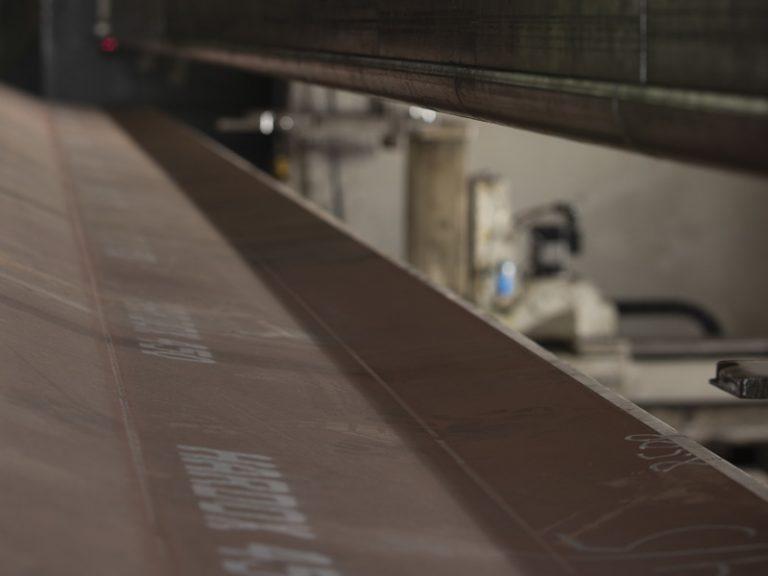 Nous formons l'acier avec précision, conformément aux exigences de notre clientèle.